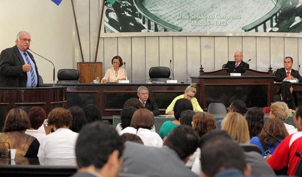 O presidente da Assembleia Legislativa de Alagoas, Luiz Dantas (PMDB), nomeou os membros das 13 Comissões Permanentes; ato já foi publicado no Diário Oficial; os presidentes de cada Comissão serão eleitos pelos demais indicados dentro de cinco dias