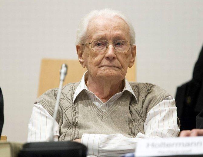 """Num Brasil de disputas, farsas, ganâncias e total descaso às questões que envolvem ética e humanidade, é sempre bom ter em mente a imagem do Groning ou Eichmann negando suas culpas e crimes e alegando fazer parte """"do trabalho"""""""