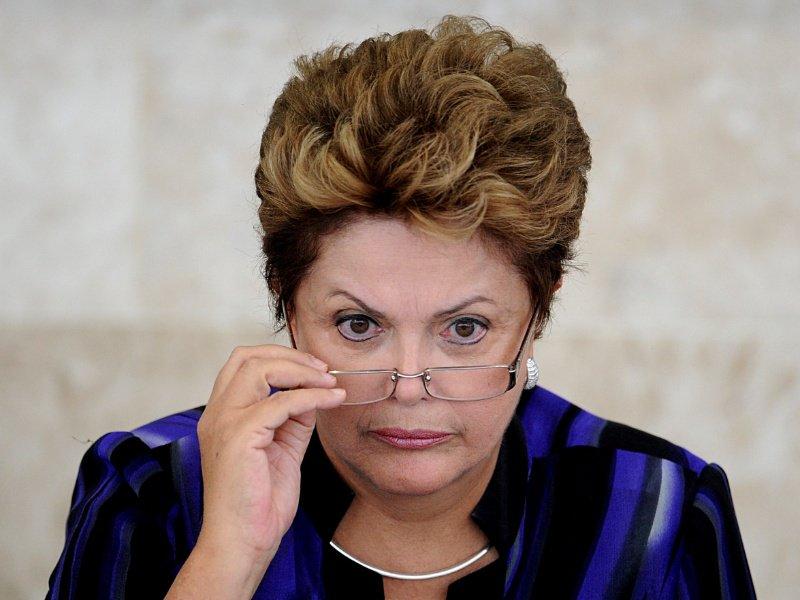 Veja não pode ficar impune. Isso não é um atentado apenas à campanha de Dilma é um atentado contra o Estado de Direito e à democracia. O ato cometido hoje pela família Civita é um dos mais escandalosos da história democrática do país