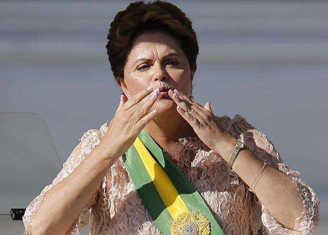 Afinal a senhora presidente deve dizer quem são os inimigos externos da Petrobras.  Não será um discurso que vai salvá-la