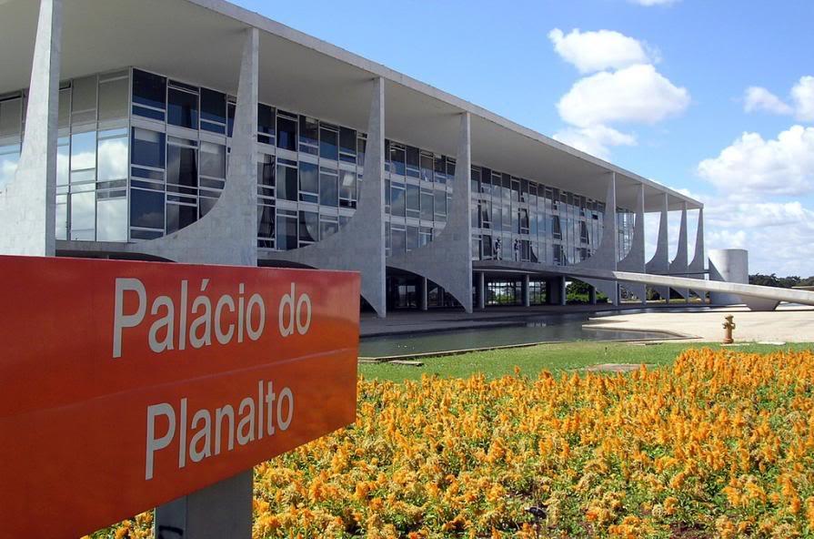 """A reportagem do """"Estadão"""" deve servir de alerta ao Palácio do Planalto para o panorama que se desenha no país. Afinal, cautela e caldo de galinha nunca fizeram mal a ninguém"""