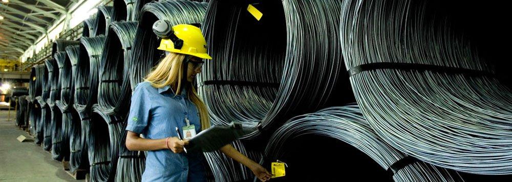 Na comparação anual entre julho 2014 e julho de 2015, fios-máquinas e barras de ferro ou de aço foi o item que apresentou maior variação positiva, com aumento de 126,7%; Em segundo lugar está a celulose, com avanço de 31%; Se a análise levar em conta os países que comercializaram com Minas Gerais, no mesmo período citado, o destaque é a Filipinas, que aumentou as compras com o estado em 448%; Em segundo lugar, a Venezuela, com 74%