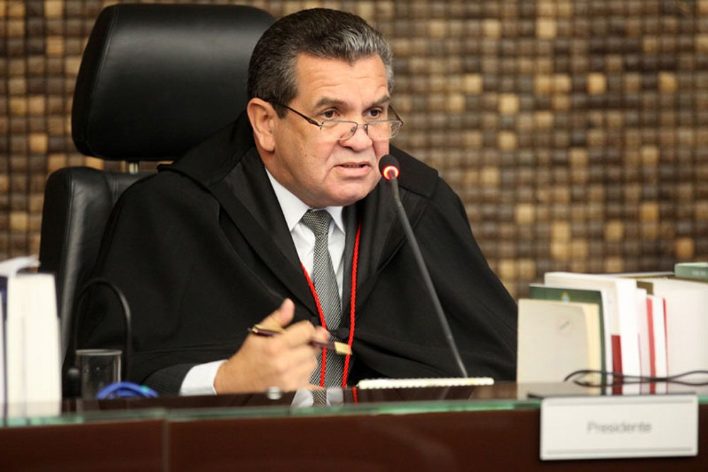 O presidente do Tribunal de Justiça (TJ) de Alagoas, desembargador Washington Luiz Damasceno Freitas, determinou o retorno às atividades dos três vereadores do município de Joaquim Gomes; eles são acusados de recebimento de propina por parte de membros da Prefeitura