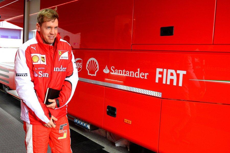 """Sebastian Vettel fez uma atuação impecável para conquistar a sua primeira vitória pela Ferrari, neste domingo, no GP da Malásia; """"O número 1 está de volta, a Ferrari está de volta"""", escutou Vettel pelo rádio da equipe assim que recebeu a bandeira quadriculada"""