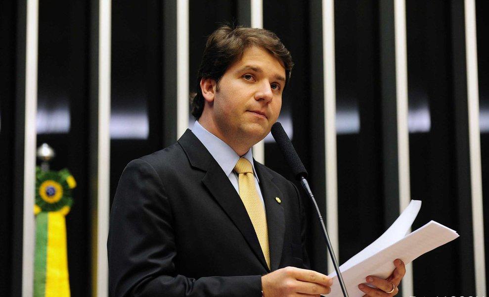 """Depois de optar por ficar em silêncio no início de audiência pública da CPI da Petrobras em Curitiba, o ex-deputado federal baiano Luiz Argôlo, decidiu falar e afirmou que não tem nada a ver com irregularidades na Petrobras; ele disse isso em resposta à deputada Eliziane Gama; """"O senhor é inocente?"""", perguntou a deputada; """"Claro que sou"""", respondeu Argôlo; ele também usou referências religiosas para responder algumas perguntas; """"O senhor acha que errou?"""", perguntou o deputado Delegado Waldir; """"Todo mundo erra. Até Jesus Cristo, que era filho de Deus, errou"""", disse Argôlo"""