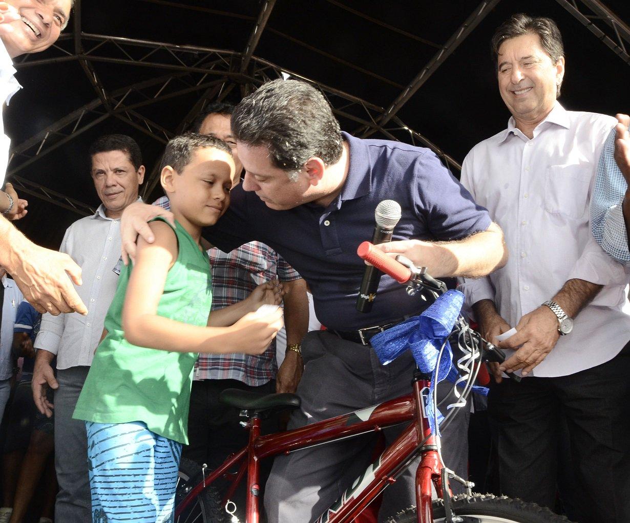Governador / Entrega de presentes de Natal em Aparecidade de Goiânia.  Na foto governador Marconi Perillo. Fotos Rodrigo Cabral