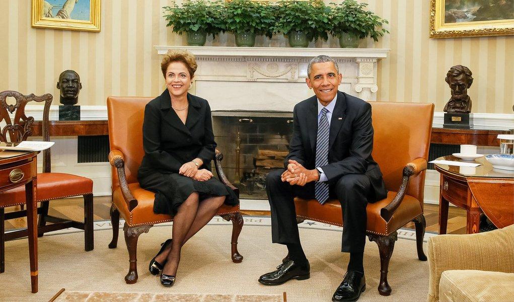 """Presidente Dilma Rousseff disse nesta terça-feira, 30, acreditar que os Estados Unidos não estão mais espionando o Brasil e outros aliados, e que as condições entre os dois países mudaram desde a divulgação daquelas revelações;""""Acredito no presidente Obama"""", disse Dilma, acrescentando que o presidente dos EUA disse a ela que, se precisar de informações sobre o Brasil, """"vai pegar o telefone e me ligar""""; presidente disse em entrevista coletiva na Casa Branca que teve garantias do presidente dos EUA, Barack Obama, de que a espionagem acabou"""