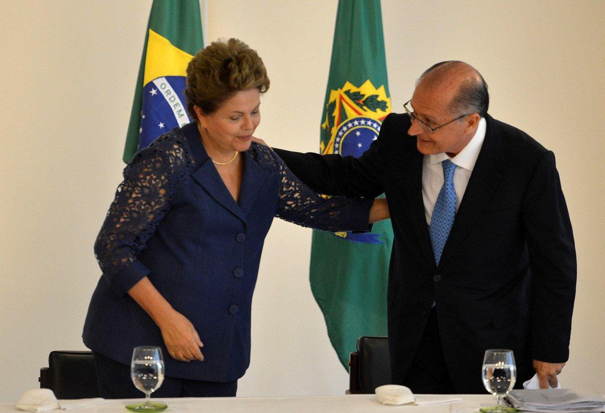 Brasília- DF- Brasil- 04/12/2014- O ministro da Casa Civil, Aloizio Mercadante, a presidenta Dilma Rousseff e governador Geraldo Alckmin durante assinatura de contratos de infraestrutura urbana com o Governo de São Paulo. (José Cruz/Agência Brasil)