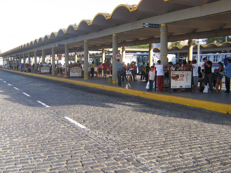 O Sindicato dos Trabalhadores em Transportes Rodoviários no Estado do Ceará (Sintro) cobra reajuste de 13% nos salários, além de benefícios como cestas básicas no valor de R$ 130 e vale alimentação de R$ 13
