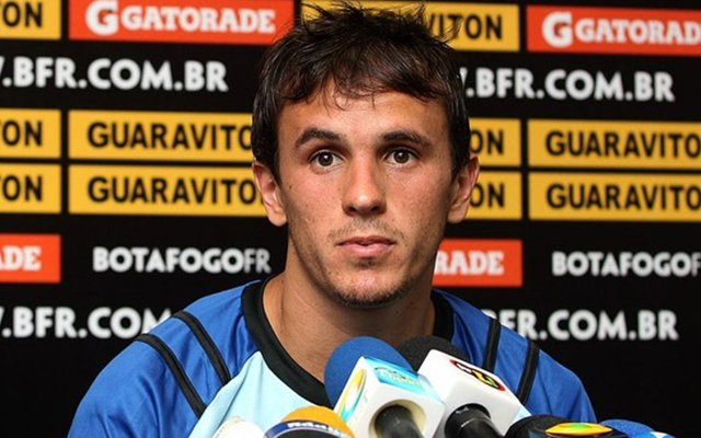 O contrato de Lucas no Verdão será de pelo menos dois temporadas. No Palmeiras, Lucas contará com o apoio de Oswaldo de Oliveira, que o comandou durante a passagem de ambos pelo Botafogo