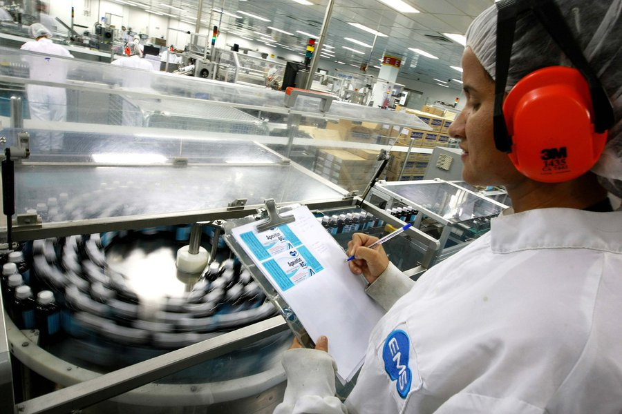 Projeção de queda do PIB do setor aumentou de 0,5% para 1,7%, segundo a Confederação Nacional da Indústria; estimativa do PIB total brasileiro também foi reduzida este ano, de 1% para 0,5%