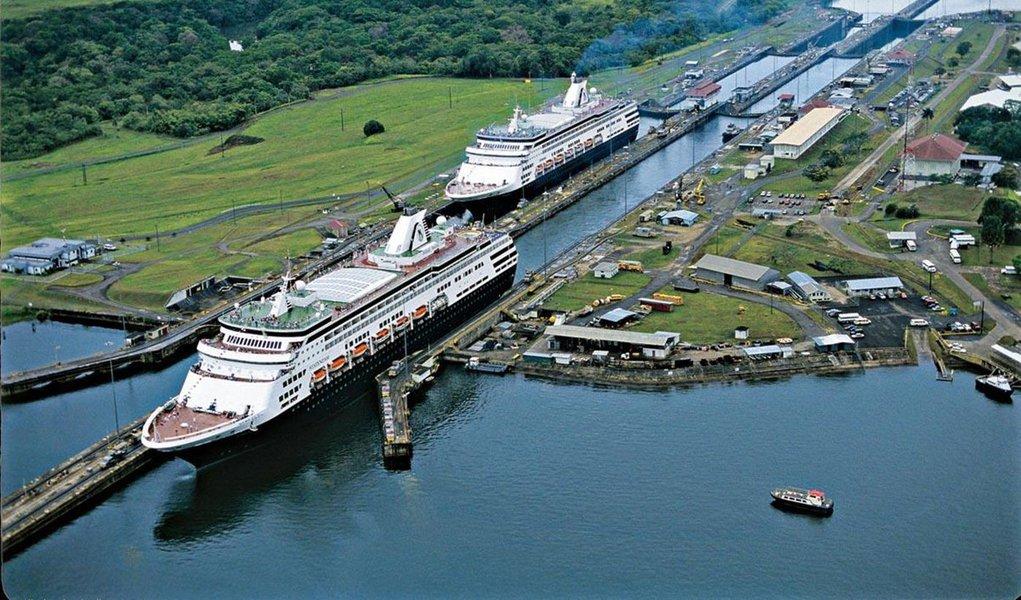 Aos cem anos de idade, o Canal do Panamá passa por uma reforma gigantesca, que agregará uma nova via ao tráfego de supercargueiros. A mudança pode turbinar o comércio mundial e reduzir o consumo de combustíveis fósseis e a emissão de gases de efeito estufa