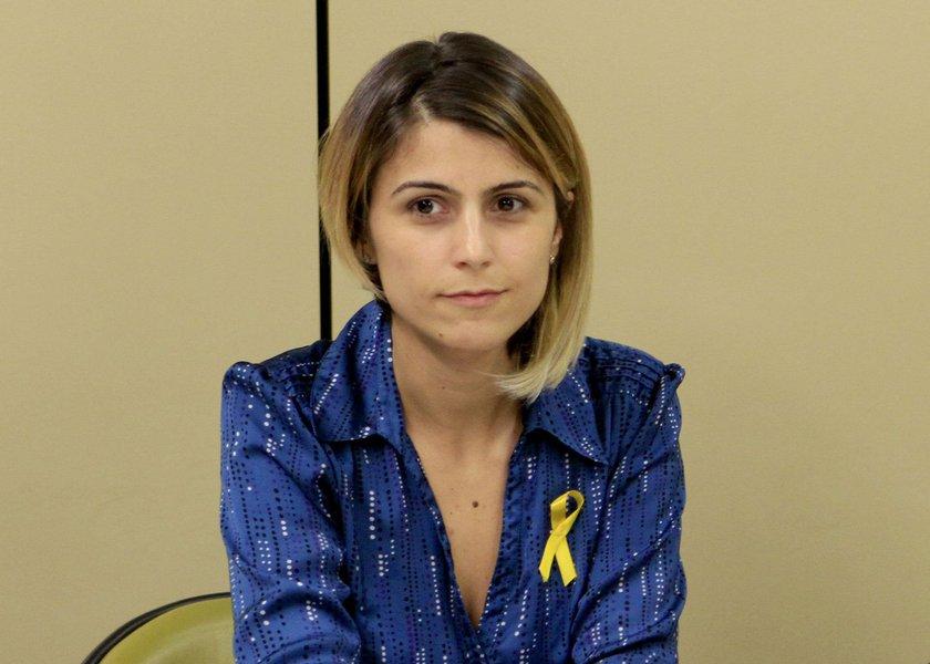 """Deputada Manuela D'Ávila (PCdoB) usou seu perfil no Facebook para avaliar o desenrolar da Operação Lava Jato, com divulgação da lista dos políticos denunciados, e falou dos falsos moralistas de plantão que culpam uns aos outros pelos escândalos de corrupção, inclusive """"dos que pregam impeachment"""", e avaliou """"que dizer que é um escândalo do PT é maquiar demais a realidade""""; a comunista entende que o que estimula os corruptos é o modelo de doação privada das campanhas eleitorais; """"Sem mudar esse sistema eleitoral é difícil aprofundar mudanças no Brasil""""; leia íntegra"""