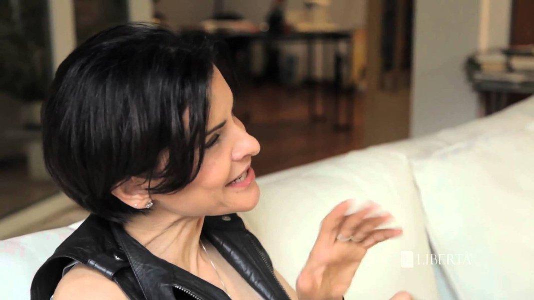 """Cantora escreveu no Twitter que Marina Silva """"quase conseguiu"""" seu voto e que ficou """"impressionada"""" pela suposta coragem da ex-senadora em prol da causa gay e do direito das mulheres ao aborto; """"O Brasil ficará refém agora, oficialmente, da religião? Q desserviço ao Brasil"""", lamentou a artista, depois do recuo da presidenciável nesses temas"""