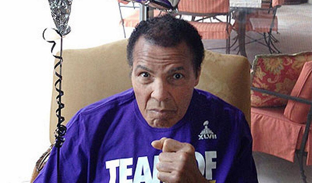 Muhammad Ali, uma lenda do boxe mundial, foi hospitalizado com pneumonia, com a doença em estágio inicial, e a expectativa é de que ele se recupere em breve, disse um porta-voz
