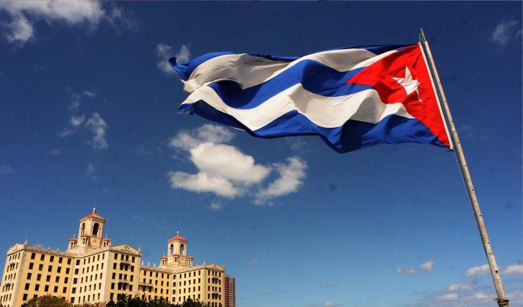 O governo de Cuba aumentou as taxas e restringiu as importações de bens de consumo levados ao país por avião ou correio; medidastêm em mira o mercado negro de produtos difíceis de encontrar nas prateleiras ou que são vendidos com altos impostos