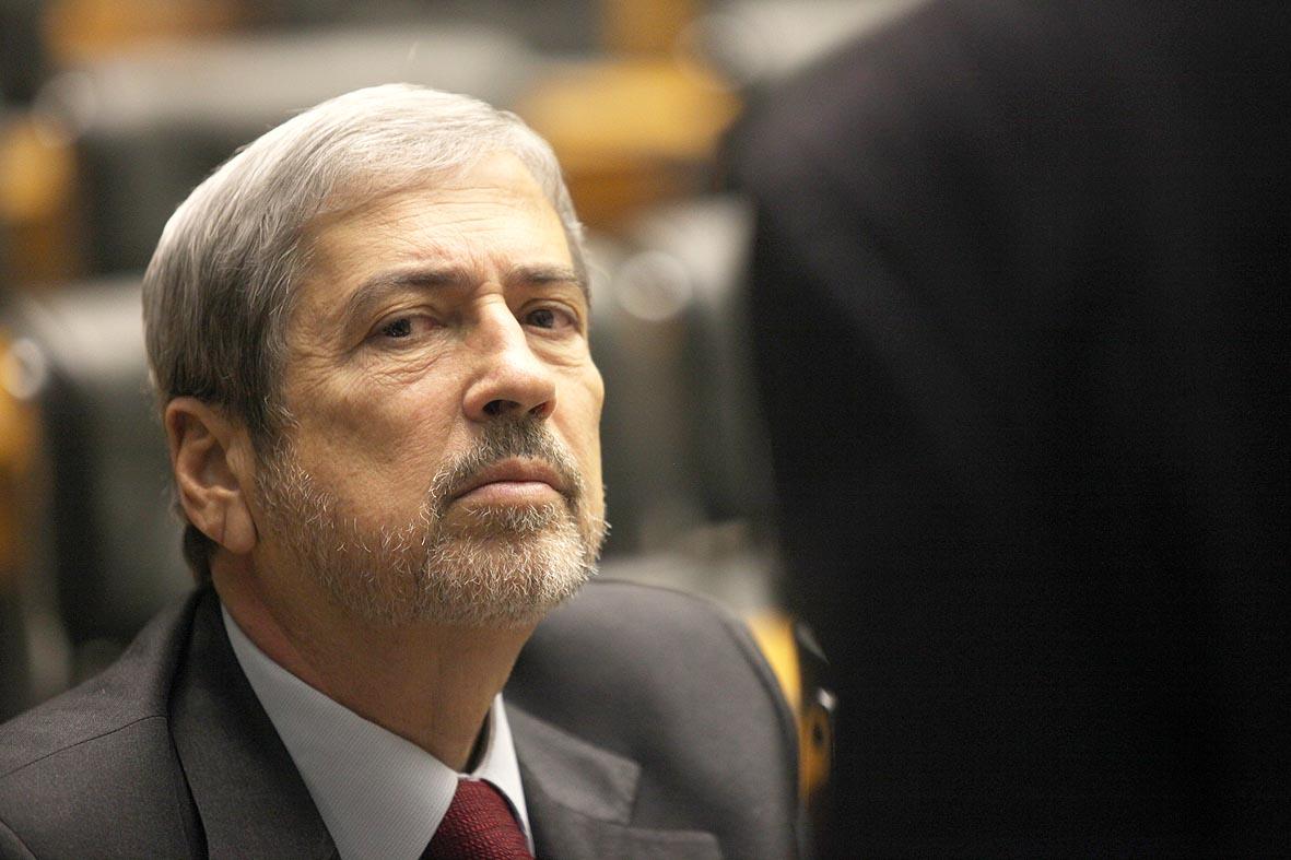 """O cenário político eleitoral ferve com as declarações do ex-diretor da Petrobras Paulo Roberto Costa e o líder do PSDB na Câmara, Antônio Imbassahy, não perde oportunidade de disparar artilharia pesada contra o governo; ele até já sugere um nome para """"o novo escândalo""""; """"A presidente Dilma Rousseff, sempre tão respeitosa com os companheiros condenados pelo STF, agora tem um Mensalão para chamar de seu. É o Mensalão 2, o Petrolão do PT"""""""