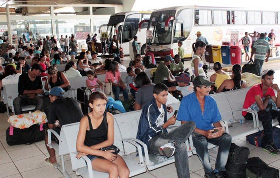 É o que revelou estudo sobre a migração no Estado divulgado pelo Instituto Mauro Borges de Estatísticas e Estudos Socioeconômicos da Secretaria de Gestão e Planejamento (IMB/Segplan); Minas Gerais é o Estado de origem da maior parte dos migrantes que chegaram a Goiás; pelos dados do Censo Demográfico de 2010, os mineiros somavam 302.813 habitantes, o equivalente a 5,1% da população total do Estado; já a soma dos demais Estados por região de origem dos migrantes em Goiás mostra que o Nordeste lidera o ranking com 41,8% dos migrantes, seguido do Sudeste, com 25,9% do total