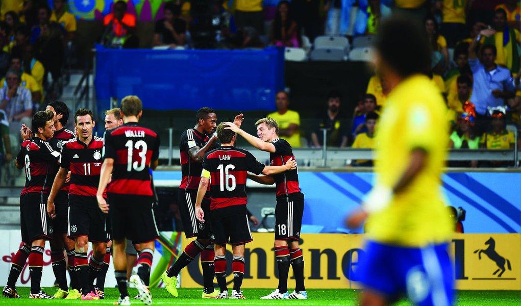 """A empresa de materiais esportivos Adidas vendeu mais de 3 milhões de camisas da seleção da Alemanha neste ano, com a demanda turbinada pela conquista da Copa do Mundo em julho, revelou o executivo-chefe da companhia, Herbert Hainer; """"Nós vendemos um terço das camisas da Alemanha no exterior"""", disse ele"""