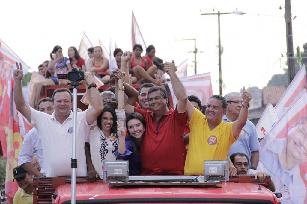 O candidato ao governo do Maranhão Flávio Dino (PC do B) abriu 35 pontos de diferença sobre o segundo colocado; o comunista 57,8% das intenções de voto, contra 23,1% do candidato da família Sarney, Edinho Lobão (PMDB); na disputa para senador, Roberto Rocha (PSB), apoiado por Flávio Dino, assegura a primeira posição, com 29% das intenções de votos; em segundo lugar está o ex-ministro do Turismo Gastão Vieira (PMDB), com 20%