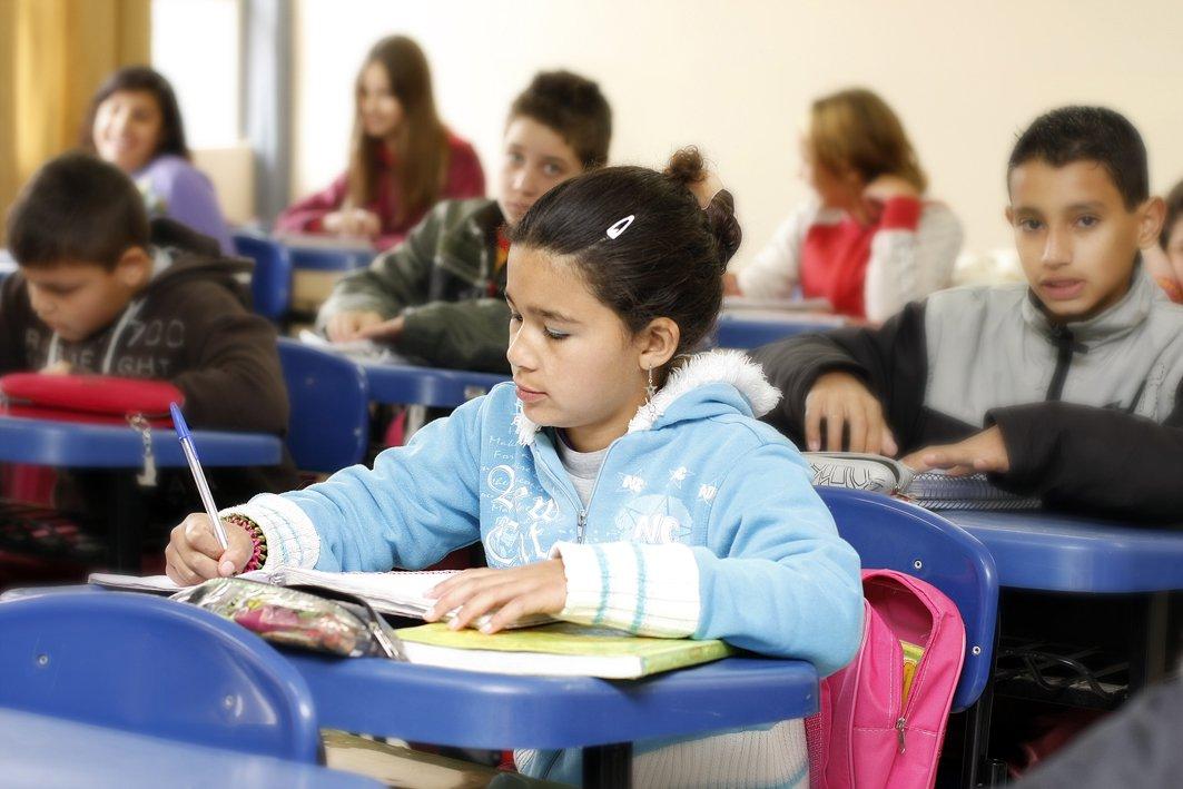 Índice de Desenvolvimento da Educação Básica (Ideb) de 2013, divulgado hoje (5) pelo Ministério da Educação (MEC), mostra que o ensino médio e os anos finais do ensino fundamental (6° ao 9° ano) não conseguiram atingir a meta prevista de qualidade do ensino. Nos anos iniciais do ensino fundamental (1° ao 5° ano) o Ideb superou a meta em 0,3 ponto