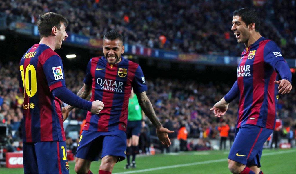 Com o triunfo, o Barcelona soma 74 pontos, sete a mais do que o Real Madrid, que mais tarde nesta quarta-feira visita o Rayo Vallecano; Messi abriu o marcador aos 33 minutos. O atacante argentino recebeu a bola pelo setor direito do ataque, arrancou e deu um chute que deixou o goleiro rival sem reação.