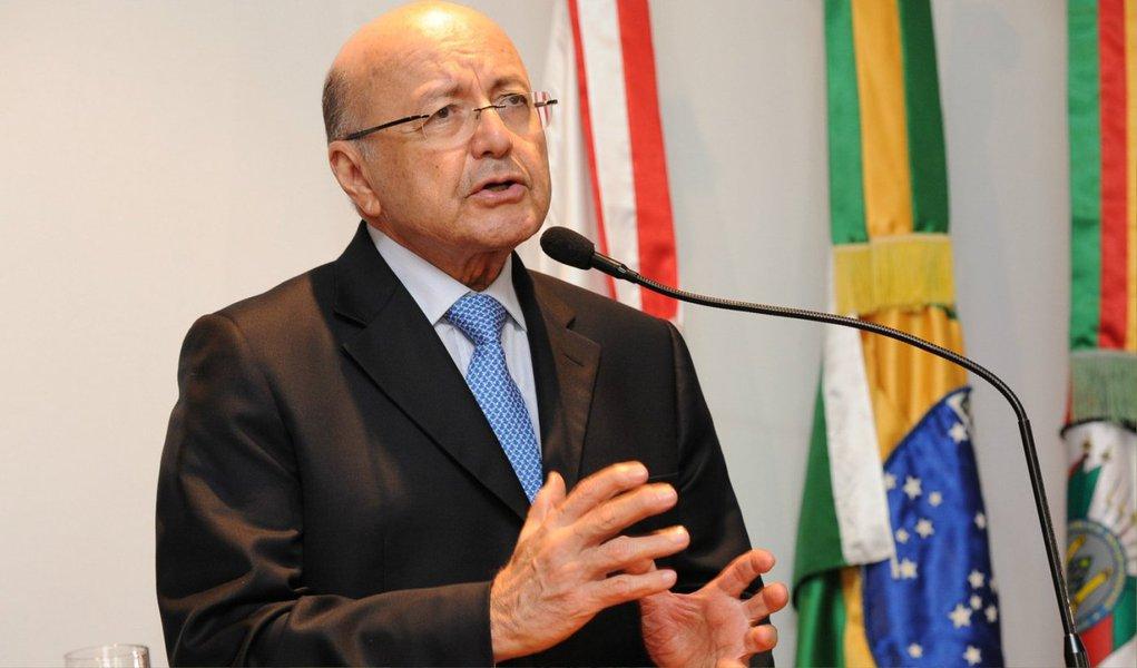 """Maílson da Nóbrega disse que apesar da crise econômica atual, o Brasil não corre o risco de entrar em colapso como a Argentina ou a Venezuela; """"Temos uma democracia consolidada, instituições fortes, um grande mercado, imprensa livre... vamos sobreviver a esses quatro anos"""", afirmou, em referência ao governo da presidente Dilma, sobre o qual também teceu críticas; segundo ele, o país só deve voltar a crescer em 2018"""