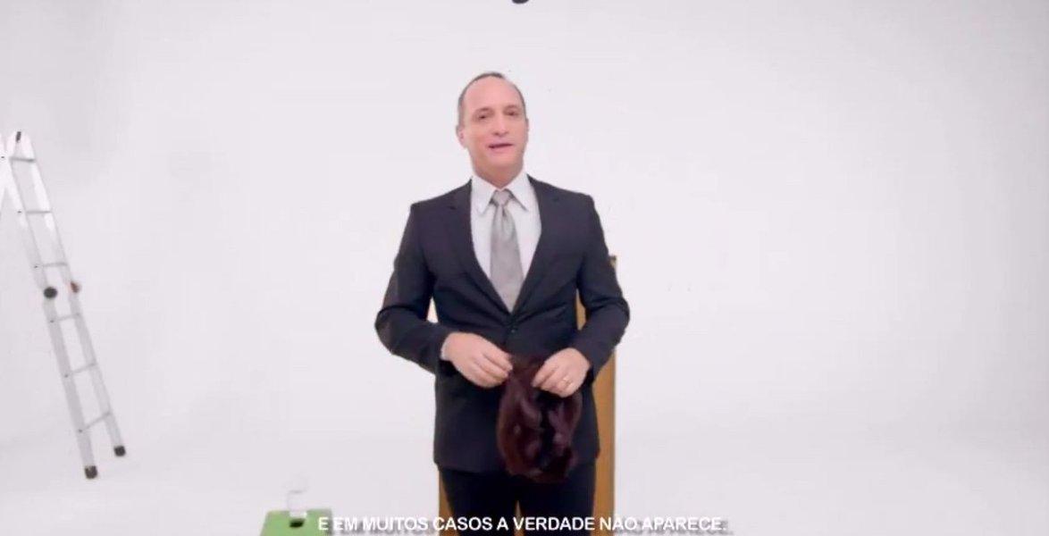 """O candidato ao Senado pelo PCdoB, Ricardo Gomyde, defendeu o fim do horário eleitoral gratuito no rádio e na televisão porque, segundo ele, está sendo desvirtuado da finalidade; """"Está sendo usado para falar mentiras"""", justifica; dando continuidade aos seus argumentos, comunista criticou o seu adversário na disputa Alvaro Dias (PSDB), que tentará a reeleição;""""O meu adversário, por exemplo, como ele não tem nada para mostrar do que fez para o Paraná nos mais de 20 anos em que ele foi senador, ele vota ao século passado para falar de seu tempo como governador"""""""