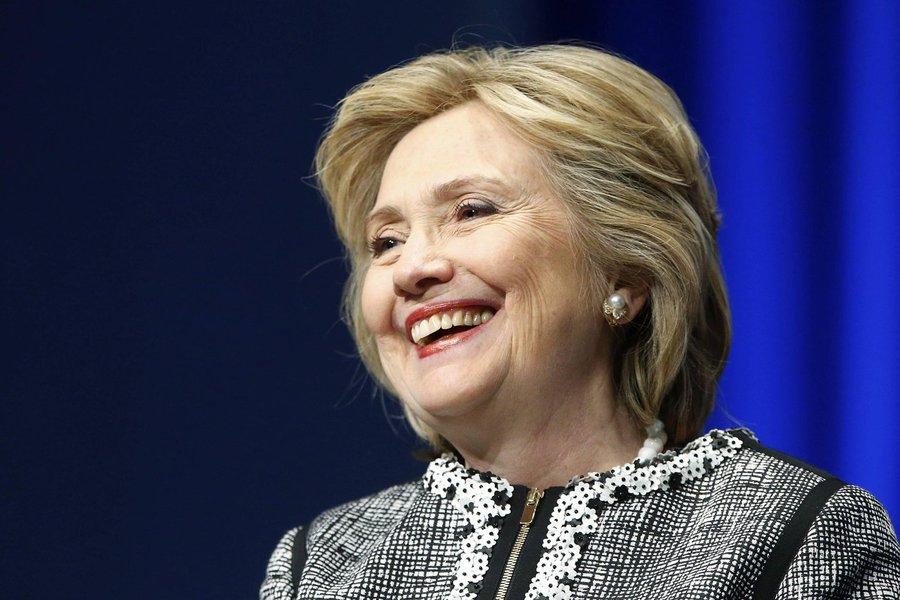 A campanha de Hillary para a eleição de novembro de 2016 deve enfatizar seus planos para lidar com a desigualdade econômica e capitalizar sua tentativa histórica de ser a primeira mulher a assumir o comando dos Estados Unidos, segundo assessores