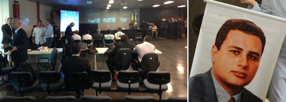 O Recife é palco nesta terça-feira de um marco histórico para a Justiça e para os Direitos Humanos no Brasil com a realização do primeiro júri federalizado da história: o julgamento dos cinco acusados de matar o advogado Manoel Mattos; advogado foi executado em 2009 após denunciar a ocorrência da mais de 200 assassinatos cometidos por grupos de extermínio na divisa de Pernambuco com a Paraíba, que ficou conhecida na época como a Fronteira do Medo