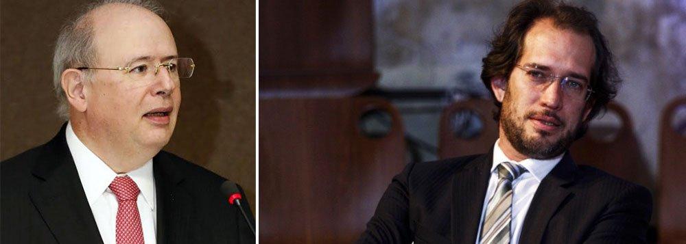"""Para o tucano José Eduardo Alckmin, cassação de mandato da presidente Dilma Rousseff pode vir do Tribunal Superior Eleitoral, mas avisa que caberá à Câmara dos Deputados avaliar """"se os indícios são suficientes"""" para caracterizar conduta ilícita; já para o advogado Pierpaolo Bottini não há, em tudo o que se denuncia e se publica a respeito da presidente, um único argumento que torne possível levar adiante seu impeachment"""