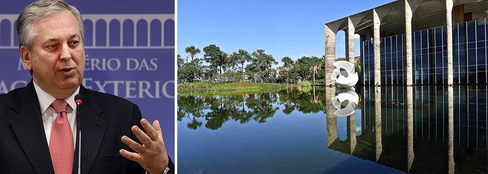 Chanceler Luiz Alberto Figueiredo será substituído por um embaixador de perfil 'caixeiro-viajante'; sugestão foi feita pelo ex-presidente Lula para enfrentar o déficit comercial de US$ 4 bilhões nas contas externas e deve ser aceita pela presidente Dilma Rousseff