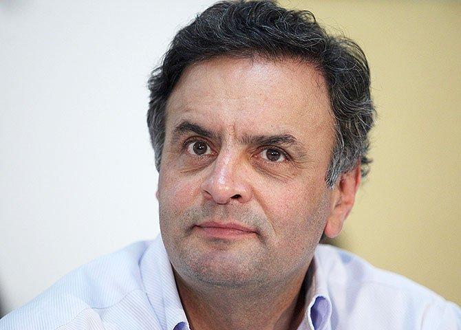 """Talvez devido à """"mardita"""" ressaca causada pela queda nas pesquisas eleitorais e pelas defecções em sua campanha, o cambaleante Aécio Neves decidiu investir novamente contra os ativistas digitais"""
