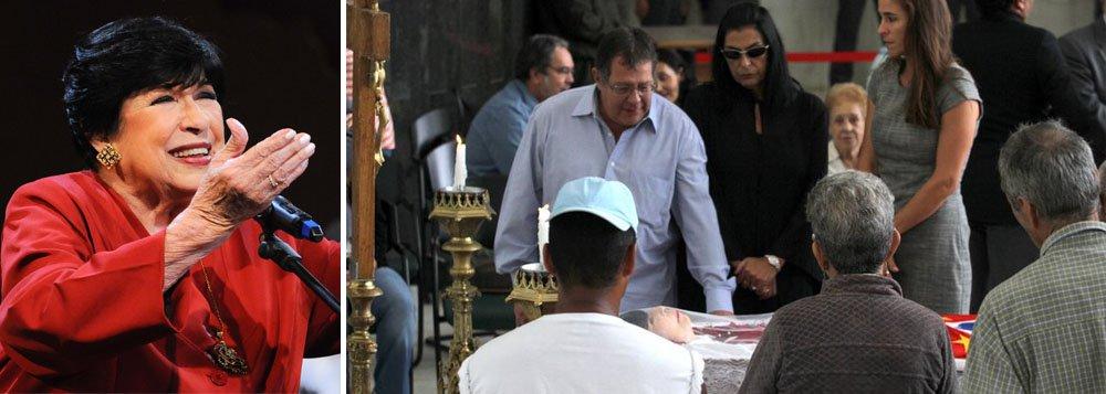 O corpo da cantora e apresentadora Inezita Barroso está sendo velado desde as 6h30 desta segunda-feira, 9, na Assembleia Legislativa de São Paulo e seguirá, às 16h, para o cemitério Gethsemani, no Morumbi, na zona sul da cidade; ela morreu na noite desse domingo, 8, aos 90 anos, vítima de insuficiência respiratória, depois de ficar internada no Hospital Sírio-Libanês desde o dia 19 de fevereiro