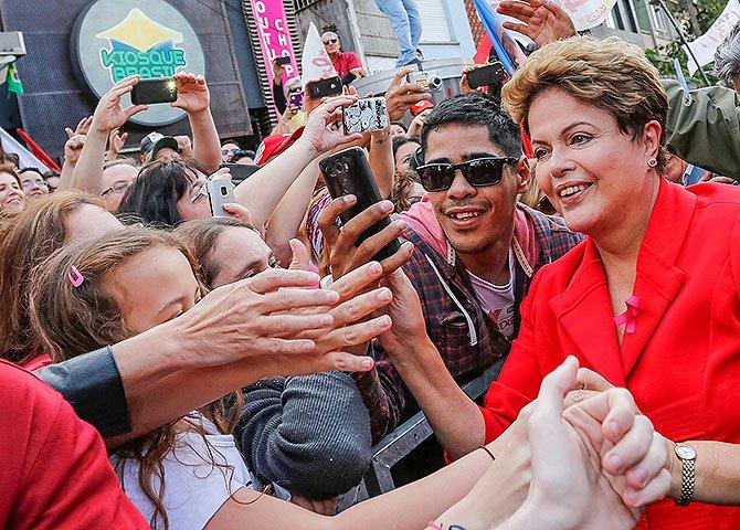 Como eleitor de Dilma, tomado pelo espírito da indignação e diante das infâmias do senador tucano derrotado, sinto-me na obrigação, dever e direito em apresentar, junto ao judiciário, representação contra Aécio Neves