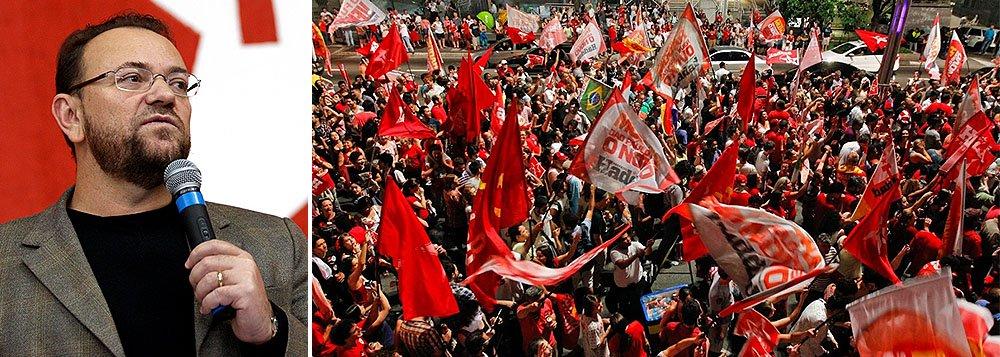 """Em carta enviada ao partido, o tesoureiro da campanha à reeleição de Dilma Rousseff, o deputado estadual Edinho Silva (PT-SP) admite erros da sigla: """"Há, sim, erros no nosso campo político. Nunca na nossa história assimilamos com tanta facilidade o discurso oportunista de uma direita golpista e nunca estivemos tão paralisados""""; """"é hora de pegarmos nossa história nas mãos e irmos para a luta política"""""""