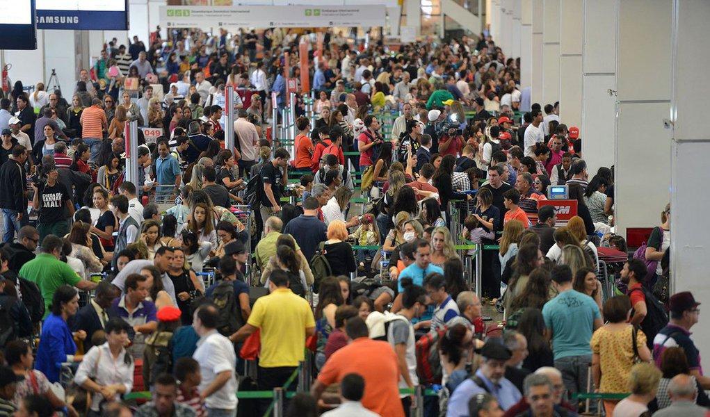 O Aeroporto de Brasília registrou um crescimento de 8,1% com a movimentação de 4,7 milhões de passageiros nos três primeiros meses deste ano; os dados são da Inframerica, consórcio que administra o terminal; oaeroporto bateu seu próprio recorde de movimentação de usuários em janeiro de 2015, com aproximadamente 1,8 milhão de passageiros entre embarques, desembarques e conexões