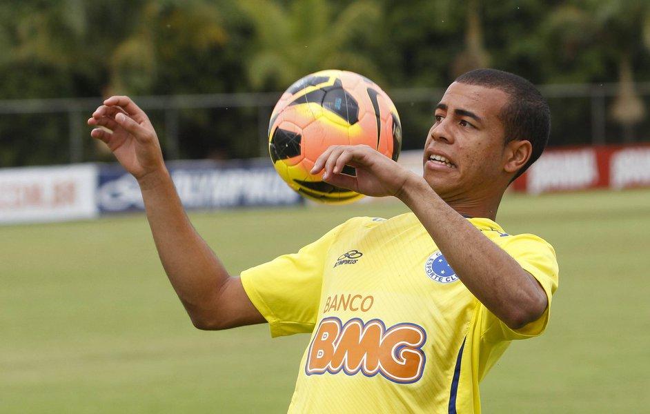 Para a posição, o técnico Marcelo Oliveira também não poderá contar com Ceará, entregue ao departamento médico. Com isso, é provável que o treinador improvise o volante Henrique, que já atuou como lateral em outros clubes e até no próprio Cruzeiro