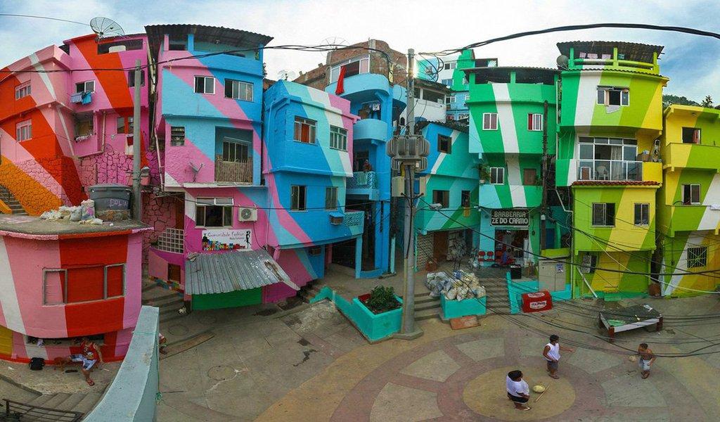 Os artistas Jeroen Koolhaas e Dre Urbahn criaram uma arte comunitária pintando bairros inteiros, e envolvendo os moradores que lá moram - das favelas do Rio às ruas da Filadélfia do Norte. O que faz do projeto deles um sucesso?