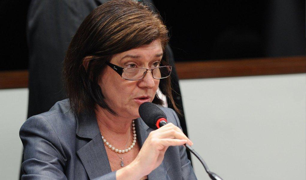 """A diretora-geral da ANP, Magda Chambriard, afirmou em reunião na Câmara Federal, que a agência nunca recebeu solicitação da Petrobras para a construção das refinarias Preminum I (MA) e Premium II (CE); as obras estão paralisadas e já consumiram cerca de R$ 2,6 bilhões; """"O que eu tenho a dizer a vocês é que nem a Premium I nem a Premium II jamais foram submetidas a nós. Nós jamais recebemos nenhum pedido de autorização de licitação"""", disse"""