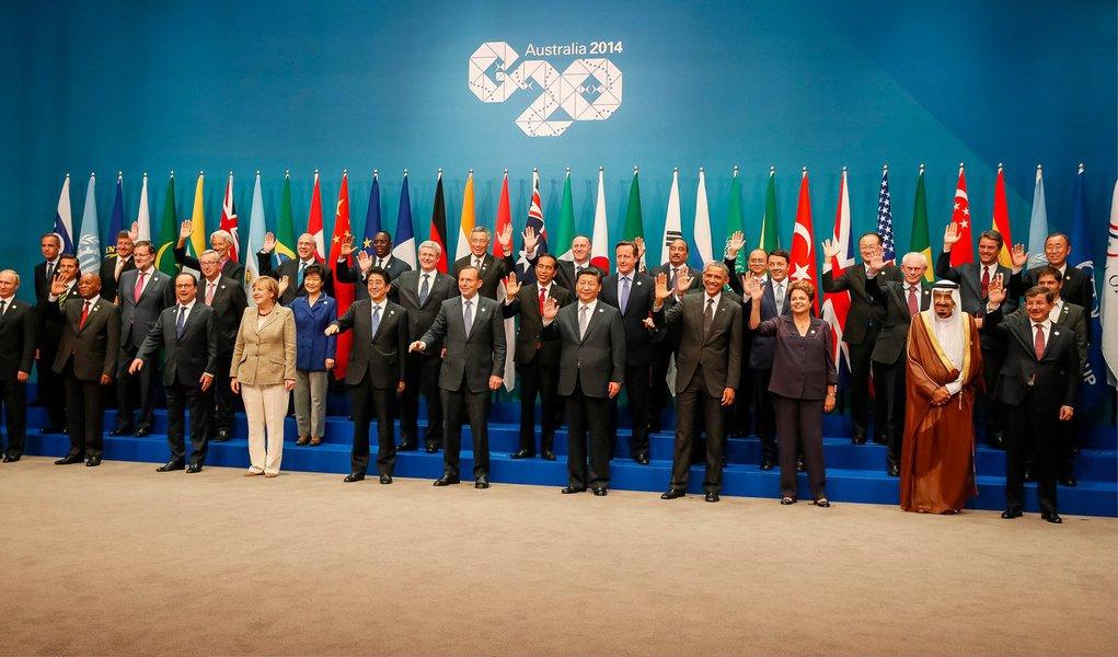 Os líderes ocidentais que participam da reunião de líderes do G20, grupo formado pelas principais economias do mundo, acusaram o presidente russo, Vladimir Putin, pela crise na Ucrânia, ameaçando ainda mais sanções se a Rússia não retirar as tropas e armas de nação vizinha; o presidente dos Estados Unidos, Barack Obama, disse que a agressão russa contra a Ucrânia era uma ameaça para o mundo, enquanto o Conselho Europeu exigiu que Moscou coloque pressão sobre os rebeldes para aceitar um cessar-fogo