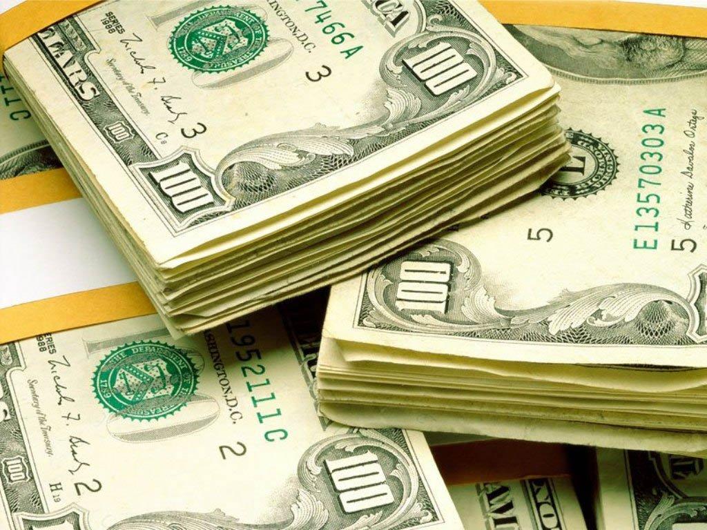 O dólar fechou com alta de mais de 2,5%, no maior nível em quase doze anos, com investidores buscando proteção em meio à turbulência política que vem dificultando a aprovação de medidas para o reequilíbrio das contas públicas brasileiras e às dúvidas sobre a intervenção do Banco Central; moeda norte-americana subiu 2,77%, a 3,2490 reais na venda, após subir a 3,2815 reais na máxima da sessão; valor do fechamento é o mais alto desde abril de 2003; na semana, a moeda norte-americana subiu 6,3%, acumulado alta de 13,76% desde o início do mês