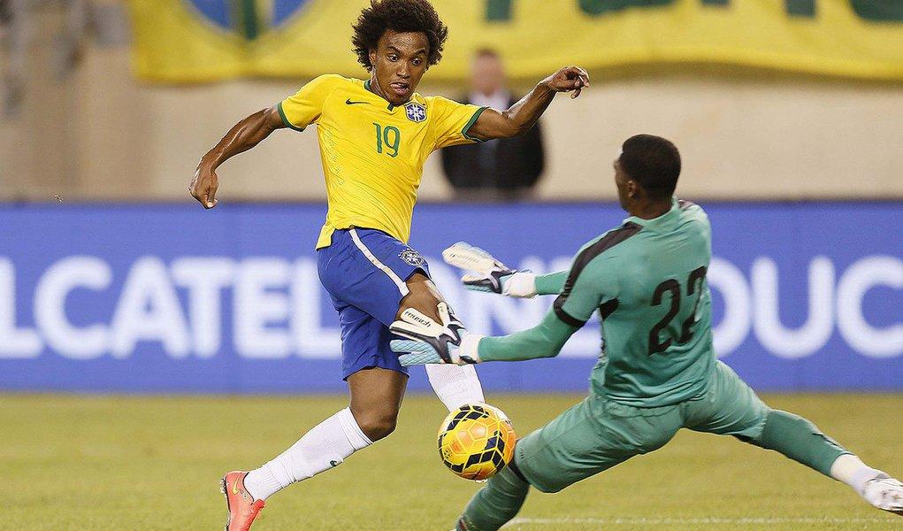 Willian marcou o único gol do amistoso realizado em Nova Jersey, nos Estados Unidos, após jogada ensaiada com Oscar e Neymar; os próximos dois compromissos da Selação sob o comando de Dunga serão em outubro: no dia 11, enfrenta a Argentina, em Pequim, no Superclássico das Américas e no dia 14, encara o Japão, em Cingapura