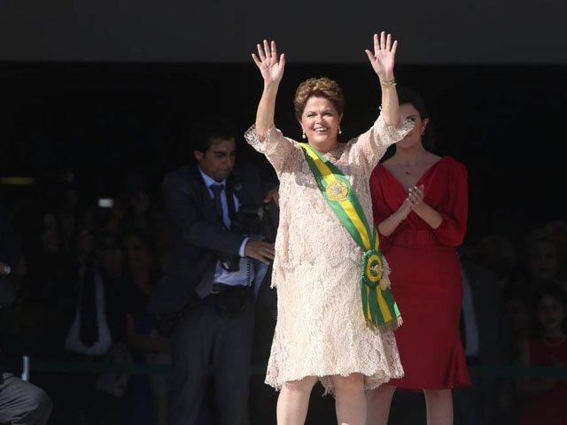 A comandante Dilma precisa urgentemente entrar na cabine, controlar essa crise e, colocar o Brasil novamente no rumo certo