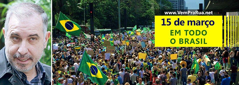 """""""Talvez o governo Dilma e o PT descubram que a situação é emergencial a partir de segunda-feira, dia 16, se em São Paulo a direita reunir os 200 mil manifestantes que pretende reunir"""", diz Luiz Carlos Azenha, editor do Viomundo, que aponta como as redes sociais estão sendo mobilizadas em prol do golpismo; """"além da mídia, o PSDB é co-patrocinador das manifestações, com o mão do gato"""""""