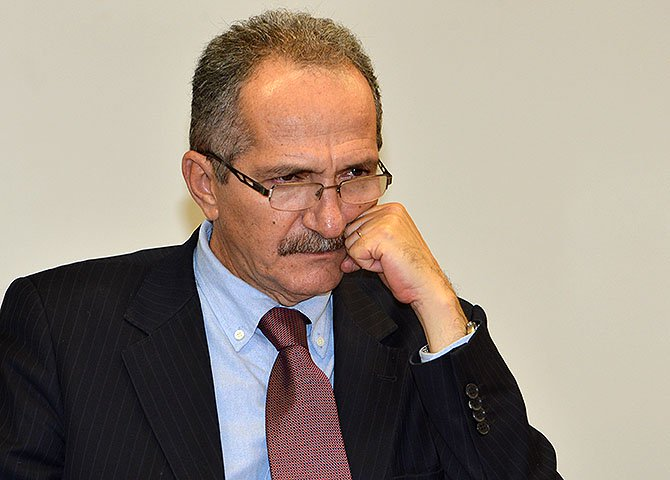 Aldo é jornalista, tem tido uma ação política relevante nos governos Lula e Dilma durante os seus mandatos de deputado federal, mas nunca se notabilizou por ações nessa área estratégica da administração