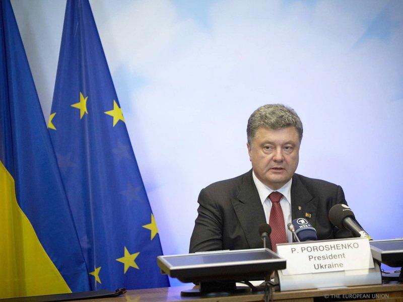 """""""Acho que estamos muito perto do ponto de não retorno. O ponto de não retorno é uma guerra em grande escala"""", disse Petro Poroshenkoneste sábado,após reuniões com os chefes de Estado e de governo da União Europeia em Bruxelas"""