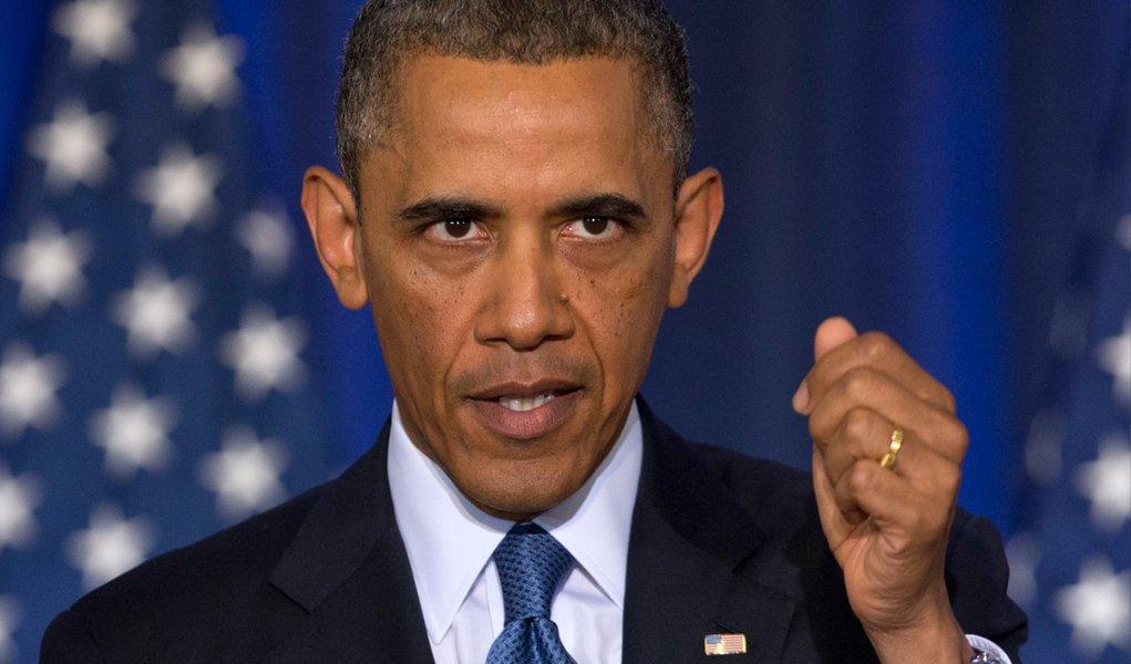 Quem afirma é uma fonte com conhecimento das deliberações da Casa Branca, segundo a agência Reuters; presidente dos Estados Unidos prometeu revelar em breve os detalhes de uma ordem executiva sobre imigração; a ação pode acontecer já nesta semana