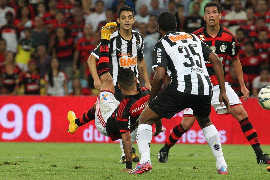 Em jogos válidos pela trigésima quinta rodada do Brasileirão, o Palmeiras reabriu o seu estádio perdendo por 2 a 0 para o Sport e o Atlético-MG goleou o desinteressado Flamengo por 4 a 0 no Independência.