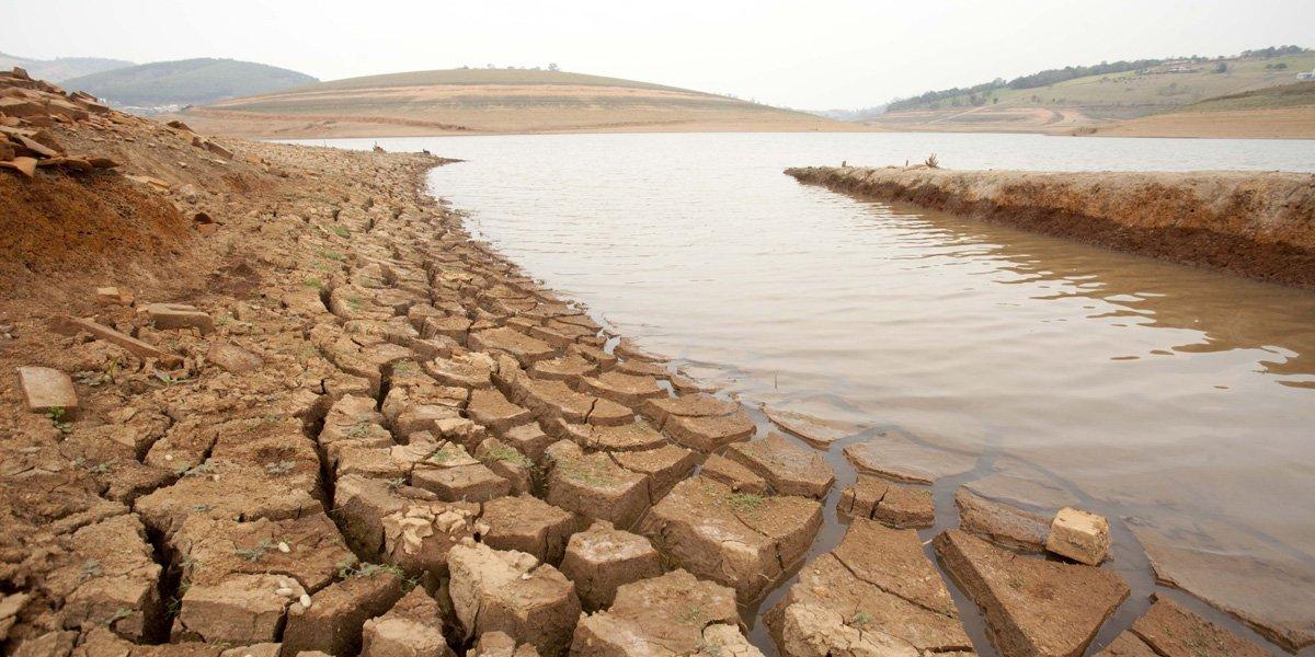 SP - ABASTECIMENTO/CANTAREIRA/CRISE DA ÁGUA - GERAL - Vista do baixo nível da água na Represa Jaguari-Jacareí, que faz parte do Sistema   Cantareira, no município de  Piracaia (SP).    19/09/2014 - Foto: PAULO FISCHER/BRAZIL PHOTO PRESS/ESTADÃO CONTEÚDO